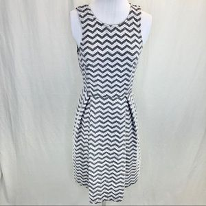 41 Hawthorne zig zag fit & flare - small